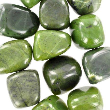 Poids du lot de jade néphrite : 250 gr. 12 pierres env