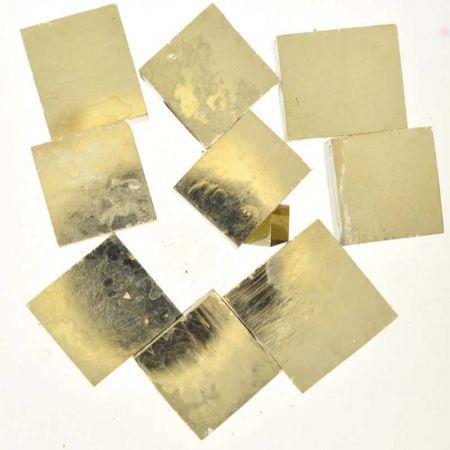 Poids du lot de pyrite carré : 250 gr. 9 pierres env