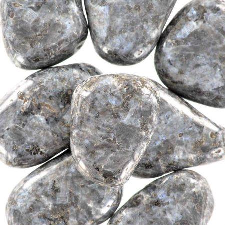 Poids du lot de Larvikite: 250 gr. 8 pierres env