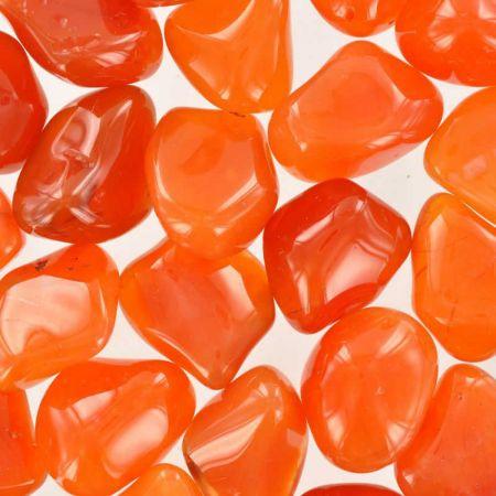 Poids du lot de cornaline : 250 gr. Nombre de pierres : 27 env.