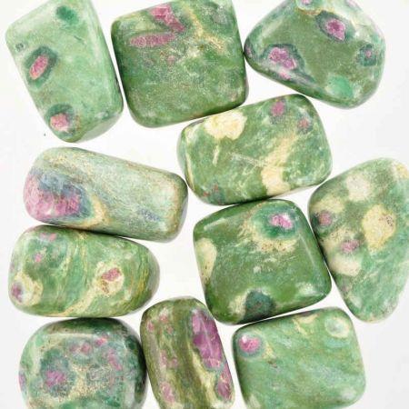 Poids du lot de rubis-fuschite : 250 gr. 11 pierres env.