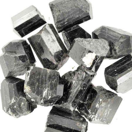 Poids du lot de tourmaline noire terminée : 150 gr. 27 pierres env.