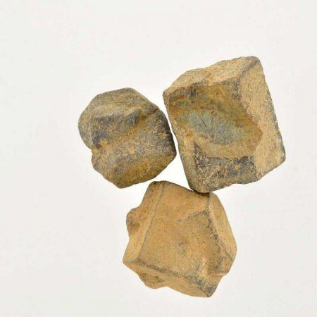 Poids du lot de staurotide : 65 gr. 3 pierres env.