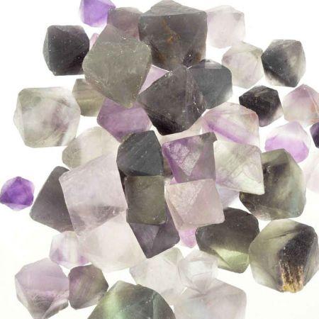 Poids du lot de Fluorine Octaédre : 150 gr.  50 pierres env.