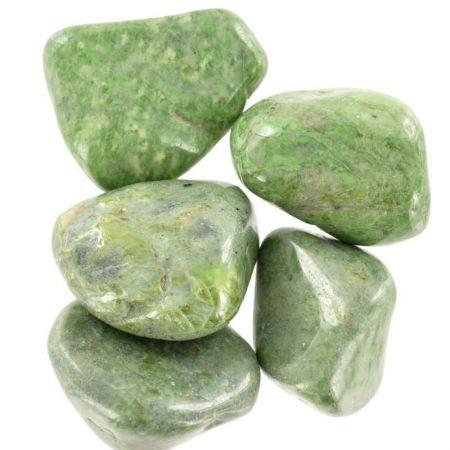 Poids du lot de vésuvianite: 100 gr. 5 pierres env.