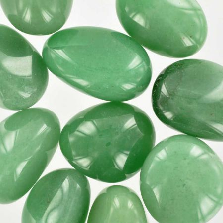 Poids du lot d'aventurine verte : 250 gr. 10 pierres env.