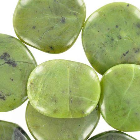 Poids du lot de jade néphrite : 200 gr. 8 pierres env.